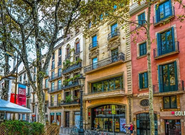 Spalvoti namai Barselonoje